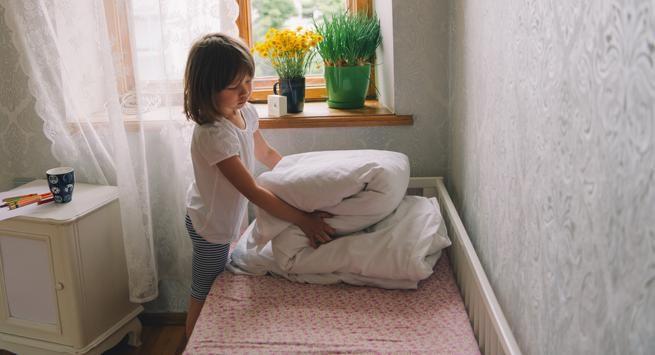 Membersihkan Kamar Tidur Anak 15 Menit Sehari